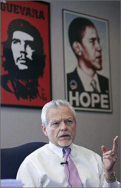 Ohio judge supports Obama and Che
